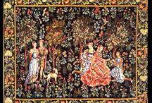 Tapiserii /  Tapiseria este adesea considerată o artă de sine stătătoare.  Istoria tapiseriei începe în Egiptul antic și are o înflorire deosebită în Europa medievală, dar păstrează un statut important până în zilele noastre Înfățișează subiecte diverse sau teme alegorice, destinată înfrumusețării spațiilor interioare din locuințe, instituții sau săli publice.