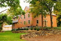 Our Favorite Colonial Homes / Classic Colonial Architecture is a thing of beauty!