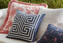 Style Note: Navy + Pink / A little feminine and a little masculine, the duo is a fresh but classic combination that can perk up any outdoor space.