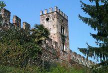 """Castellaro Lagusello / A breve distanza dal lago di Garda e dall'Hotel Mayer & Splendid, sorge Castellaro Lagusello, un incantevole borgo incluso nella lista de """"I Borghi più Belli d'Italia""""."""