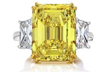 Magnificent Yellow Diamond Rings / The most beautiful yellow diamond rings in the world