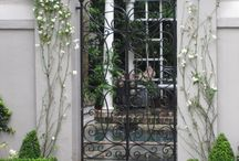 GARDEN  Courtyard / by Diane Salter