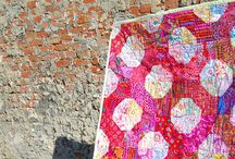 Quiltede tæpper og plaider. / Fantastiske quiltede kunstværker.