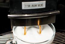 Produse / În căutarea cafelei perfecte pentru acasă este posibil să ai ghinionul să alegi una care să nu fie pe placul tău. La Showroom Cafe o cumperi pentru acasă pe cea preferată de tine după ce o incerci preparată de noi.  Str. Lungă, nr.250, Brașov sau www.showroomcafe.ro