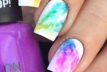 Nail art arcobaleno
