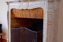 Versaillles Saint louis 4P 695 000 Euros / VERSAILLES SAINT LOUIS En dernier étage sous les toits Appartement design refait à neuf Lumineux sans vis à vis spacieuse pièce de réception cheminée poutres parquet 3 chambres Pour amoureux de la déco