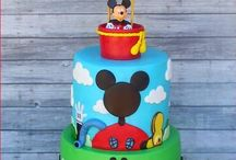Mickey egér szülinapi party / Levi 3. szülinapjára Mickeys bulival készülök. Itt gyűjtöttem össze a legjobb, inspiráló ötleteket a megvalósításhoz.