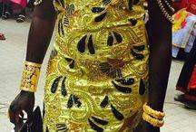 Tenues Africaines / Achetez du Bazin Getzner Super Magnum Gold sur internet  Nous vendons exclusivement le Bazin Getzner Original avec les plus belles couleurs et les plus beaux motifs selectionnés par nos experts.