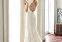 Wedding Dresses / Inspo for all the gorgeous brides! From boho-chic, romantic to elegant and timeless classics.