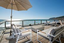 Malibu Beach Modern / A Malibu beach house gets a modern update inspired by midcentury design and an achromatic black and white palette.