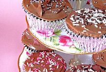 Valentines Day Sweet Treats / Great Valentine recipes, including gooey chocolate cake, brownies, cookies and more.