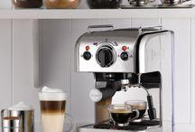Kahvi ja tee / Nauti päivän ensimmäinen, kolmat tai viides kahvi- tai teekuppisi näistä kauniista astioista, kannuista ja kahvinkeittimistä.