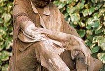 Statui din materiale textile si ciment