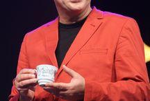 Filiżanka Włodka Pawlika z niebieskiej porcelany / Wlodek Pawlik cup (blue porcelain) / W sobotę, 27 września 2014 roku odbyła się premiera filiżanki, którą zaprojektował Włodek Pawlik - wybitny kompozytor, pianista jazzowy i oczywiście pierwszy Polak z najważniejszą nagrodą fonograficzną - Grammy. Wyjątkowość tej filiżanki podkreśla dodatkowo fakt, że została ona wykonana jako pierwszy produkt Fabryki Porcelany AS Ćmielów z niebieskiej porcelany.