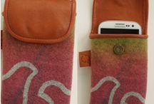 Hantverk Gunnel Tjäder / Hantverk i renskinn, och handtryckt ylle. Bland annat mobilväskor för smartphones
