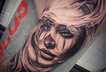 Kobieta tattoo