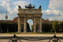 Milaan / Milaan is natuurlijk ook de wereldhoofdstad van de mode. Ook is Milaan de wereldhoofdstad van het zakenleven. Deze elementen zal je dus ook terugzien tijdens je stedentrip Milaan. Maar naast deze dingen heeft de stad ook talloze bezienswaardigheden en een hele goede keuken. http://www.goedkoperondreis.com/stedentrip-milaan