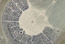 Gypsy Urban Planning / Pictures of temporary cities by the Chair of Gypsy Urban Planning, Department of Adynata, School of Comparative Irrelevance  [cit. Umberto Eco, Il secondo diario minimo, Bompiani, 1992]