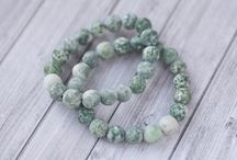 zelený skvrnity kámen