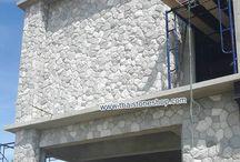 หินภูเขา (หินธรรมชาติ) สีเทาขาว ติดตั้ง ตกแต่งผนังรอบตัวบ้าน / หินภูเขา (หินธรรมชาติ) สีเทาขาว ติดตั้ง ตกแต่งผนังรอบตัวบ้าน