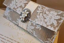 """Ρομαντικές μπομπονιέρες γάμου / Δανδέλες, πέρλες, εκπλεπτυσμένα υλικά συνθέτουν ένα μοναδικό αποτέλεσμα σε αυτή την ρομαντική σειρά με μπομπονιέρες γάμου! Είτε επιλέξετε τούλινη, είτε φάκελο από λινάτσα, ακόμη και κάποιο από τα πανέμορφα κουτιά ένα είναι το σίγουρο...ο γάμος σας θα ξεχωρίσει!  Περισσότερα σχέδια στο : www.giasenamono.gr"""""""