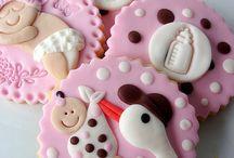 Kekse und Lebkuchen verzieren