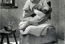 MELKPUNT/ Geschiedenis - History / Oude foto's en verhalen over borstvoeding Old images and stories about breastfeeding  Melkpunt ~ Borstvoeding ~ Kolven ~ Melfies ~ Moedermelk ~ Fotografie ~ Donormelk ~ Breastfeeding ~ Pumping ~ Brelfies ~ Breastmilk ~ Photography ~ Donormilk