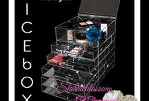 Makeup Organizers With Drawers / by Elizabeth Lapenta