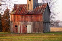 Barns / by Shonda Johnson