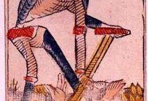 Tarot divinatoire / Le tarot divinatoire est le support moderne de la divination par les cartes. Plus récent que la cartomancie qui trouve ses origines il y a plusieurs milliers d'années, le tarot divinatoire s'est développé à partir du XVIIème siècle et est rapidement devenu le support privilégié des voyants.
