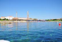 Le Tonnare, un anfiteatro naturale di rara bellezza / Il villaggio conserva tutte le caratteristiche di una profonda tradizione marinara del Mediterraneo.