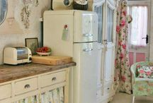 Brocante / Shabby chic, vintage, comfy style.