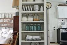 Mutfakta Kitaplar / En yakın dostlarımızı, en çok vakit geçirdiğimiz yere; mutfağımıza taşıyoruz :)