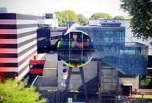 Gamification - #KijkbuisPuzzel / Tijdens de Open Studio Dagen in het weekend van 6 en 7 september 2014 met Dagjemaken.nl (onderdeel Events in Business) een spannende Twitterspeurtocht uitgezet. Op het Mediapark in Hilversum waren zes kleuren van het testbeeld verborgen. Deze leidden naar de BN-er, die zich in de puzzel had verstopt. Wie verschuilt zich achter het testbeeld?
