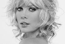 Fanie kies: Charlize oor die jare op die rooi tapyt / by SARIE Tydskrif