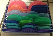 Organize Your Tupperware / Tupperware storage is one of the most difficult organizing problems to tackle in the kitchen. These solutions will give you inspiration on how to handle the out of control tupperware in your cupboards!
