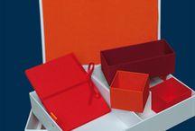 Personalisierte Geschenke / Ob zur Geburt, Taufe, Hochzeit, 18. oder 50. Geburtstag, goldene Hochzeit oder Jubiläum - ein besonders persönliches Geschenk ist die memoryboxx. In Deutschland handgefertigt, mit hochwertigem Leinen bezogen, mit dem gewünschten Namen/Datum beprägt und mit kostbaren Erinnerungen gefüllt - so wird jede memoryboxx ein Unikat.