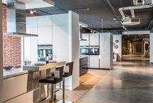 Neue Küchenabteilung 2017 / Wir von der Spitzhüttl Home Company haben in den vergangenen Monaten unsere Küchenabteilung komplett erneuert und deutlich vergrößert. Entdecke jetzt das Ergebnis: Eine der modernsten und größten Küchenausstellungen Nordbayerns.