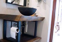 Ideas para el Baño / conjunto de muebles para el WC de maderas tropicales acompañadas de complementos unicos para darle alegria a la estancia