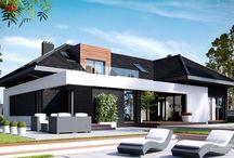 HomeKONCEPT 13 | Projekt domu / HomeKoncept 13 to wyjątkowy projekt nowoczesnego domu jednorodzinnego przeznaczony dla osób ceniących sobie elegancję i styl. Przemyślany i doskonale rozplanowany układ pomieszczeń czynią ten dom wyjątkowo funkcjonalnym. Nietypowy kształt bryły pozwolił na wyraźny podział wnętrza parteru na jasną i otwartą część dzienną, składającą się z wygodnej kuchni, jadali i przestronnego salonu; oraz część gospodarczą, którą tworzy kotłownia, pralnia oraz dwustanowiskowy garaż.