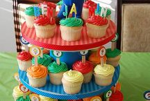 Cakes/cupcakes / by Heather Zoglmann