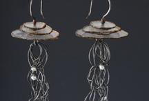 Earrings : Wire : Gems / Stones / Glass