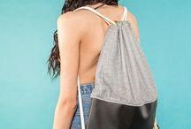 Sexy Back Gym Bags / Hier findet ihr eine Auswahl unserer tollen und stabilen Turnbeutel! Zum Shop: http://zitat.tictail.com/products/bags/gym-bag