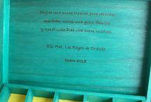 """CAJA """"GATOS"""". / Maite me hizo este encargo, ella ya le había regalado una caja personalizada a su madre y sabía que a su cuñada le gustaría mucho. Se pusieron a pensar en las cosas que más gustan a Ana y cuando ya lo tuvieron claro hablaron conmigo. Eligieron este dibujo sobre gatos, el color verde que combinaba a la perfección con la caja, con su nombre y con una dedicatoria muy bonita. Todos dijeron lo mismo y así me lo han hecho saber… """"una maravilla"""". Gracias Maite por seguir confiando en mi trabajo."""