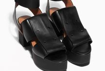 Shoes / by Julia Avancini