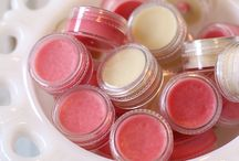 How to make (easy) your own lip balm / These recipes are so easy and beautiful and take care of your lips all the time!!