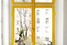 window / Ventanas, vidrieras, ventanales. Rincones de lectura cerca de una ventana. #window #glassdoor #glass #ventanas #ventanal #cristalera