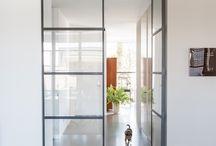 Stalen deuren Lunteren / Deze mooie dubbele stalen taatsdeur is een juweeltje in elke woning. Daarnaast is de stalen buitenpui ook een geweldige aanwinst als u op zoek bent naar iets wat uw huis een strakke en moderne uitstraling geeft.