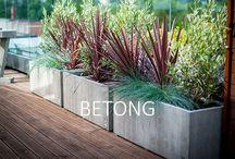 I hagen på terrassen
