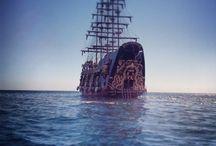 BARBOSSA Antalya (Dünyanın en büyük korsan gemisi) / Hergün Setur Marinadan 9:30 da kalkar, 15:30 da döner, açık büfe yemek, alkollü ve alkolsüz içecekler, su kaydırağı, köpüklü disko, animasyon...
